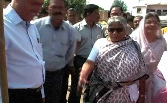 MP Minister Kicks a Child, Shows Her Animal Instincts