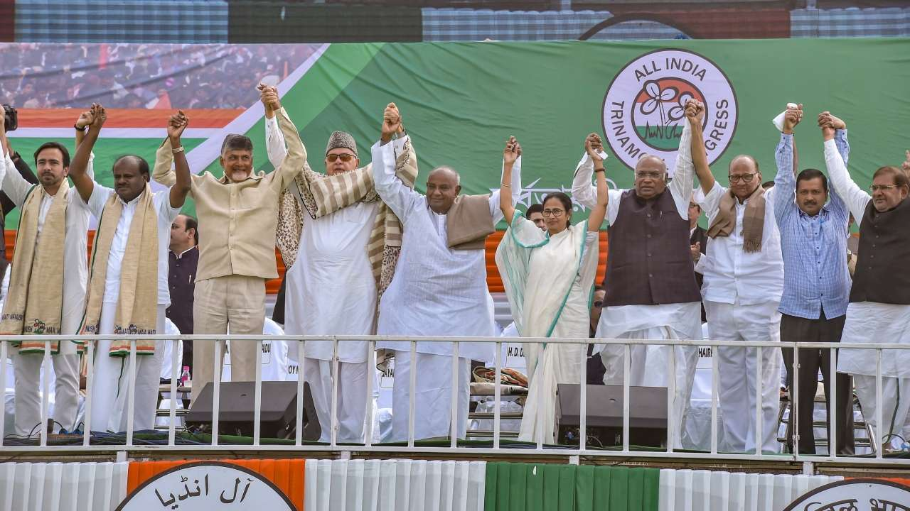 Mamata Banerjee Tries To Unite The Opposition Once Again