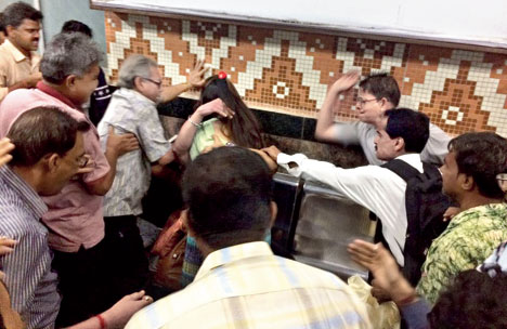 Moral Policing in Kolkata: Hugs Are Accepted Form Of PDA